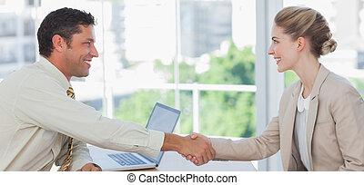 entrevista, rubio, teniendo, mujer de negocios