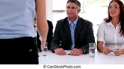 entrevue, panneau, serrer main