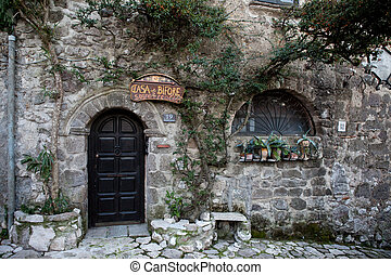 Entry house of bifore(two-ligth window) Old Caserta village...