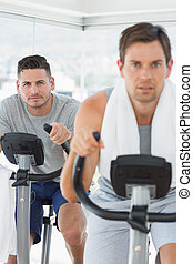 entschlossen, mann, gebrauchend, üben fahrrad