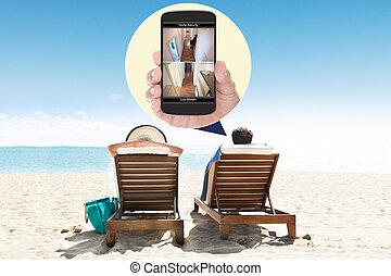 entspannend, liegestühle, paar, cluburlaub, sandstrand