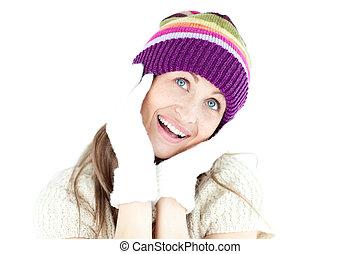 entusiástico, mulher jovem, em, a, inverno, desgastar, luvas