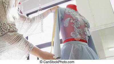 entwerfer, damenschneider, messen, 4k, mannequin, kleiden