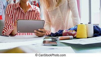 entwerfer, digital, aus, 4k, mode, besprechen, tablette