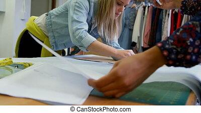 entwerfer, mode, arbeitende , tisch, 4k