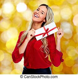 envelope., kvinna, lycklig