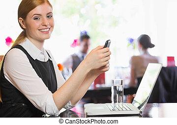 envoi, texte, heureux, femme affaires
