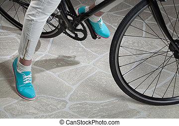 eny, jedno ze dvou soutěních utkání, a, jezdit na kole