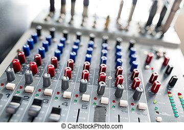 Equalizer volume on Audio mixer