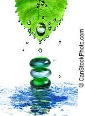 equilibratura, terme, baluginante, pietre, in, acqua, con, foglia, e, gocce, isolato, bianco