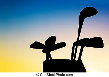equipamento golfe, silhouett, clubes, em, pôr do sol