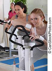 equipamento, mulheres, jovem, exercício, usando