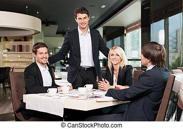 equipe affaires, avoir, réunion, à, les, restaurant., homme, debout