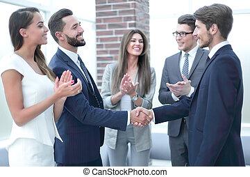 equipe affaires, dirigeants, applaudit, sien