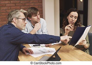 equipe affaires, discuter, nouveau, projet