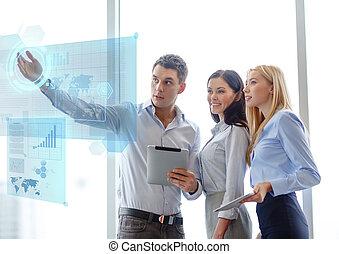 equipe affaires, fonctionnement, à, tablette, pcs, dans, bureau