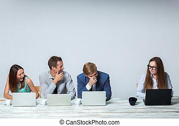 equipe affaires, travailler, leur, business, projet, ensemble, à, bureau