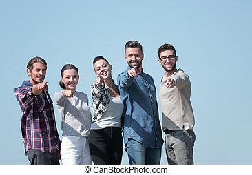equipe, de, jovens, mostrando, mãos encaminham