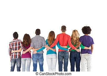 equipe, edifício., vista traseira, de, multi-étnico, pessoas, ficar, perto, um ao outro, enquanto, isolado, branco