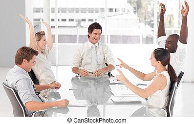 equipe negócio, celebrando, sucesso