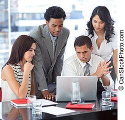 equipe negócio, trabalhe, com, um, projeto