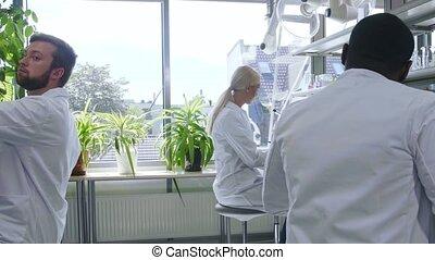 equipment., tubes, docteur, interne, lab., chimie, tools:, faire, virology., fonctionnement, bactériologie, scientifique, enseignement, microscope, analyser, étudiants, essai laboratoire, research., biotechnologie
