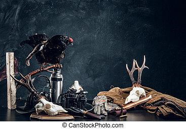 equipo, contra, trophys, mesa., plano de fondo, pared, estudio de la foto, cazadores, oscuridad