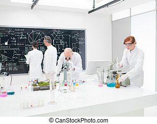 equipo, de, científicos, en, un, laboratorio