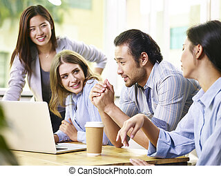 equipo, de, empresarios, reunión, en, oficina