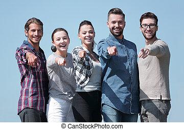 equipo, de, jóvenes, actuación, manos delanteras