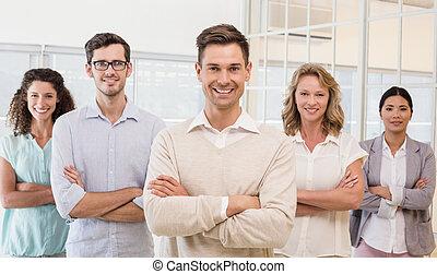 equipo, empresa / negocio, sonriente, casual, leva