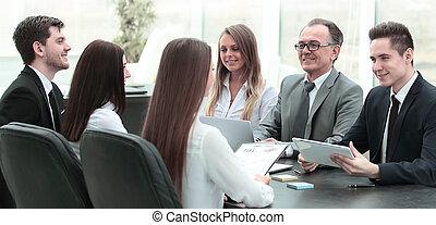 equipo negocio, en, un, reunión, en, el, oficina.