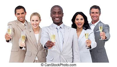 equipo negocio, retrato, bebida, champaña, multi-cultural