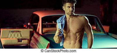 erős, pasas, noha, a, retro, autó, alatt, a, háttér