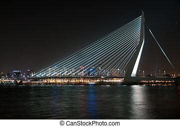 Erasmusbrug in Nacht - Nachtopname Erasmusbrug Rotterdam