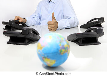 erdball, und, mögen, hand, mit, buero, telefone, schreibtisch, global, international, unterstuetzung, begriff