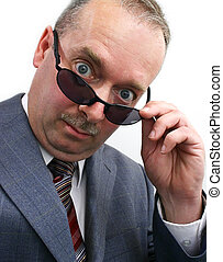 ernst, sonnenbrille, nimmt, aus, geschäftsmann