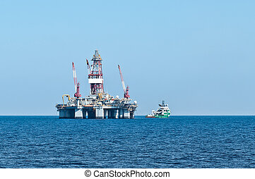 ERRV (stand-by) vessel and oil rig - Emergency responce and...