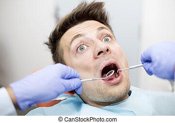 erschrocken, zahnarzt, junger, buero, mann