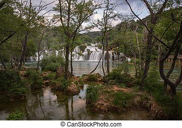 erstaunlich, landschaftsbild, von, krka, nationalpark, wasserfälle