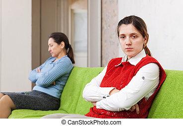 erwachsener, töchterchen, und, mutter, nach, streiten