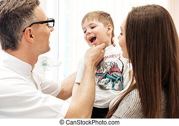 esaminare, poco, suo, ragazzo, denti, dentista, madre, osservare
