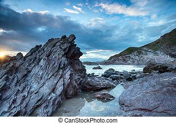 escabroso,  Cornwall, Costa