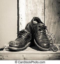 escabroso, zapatos