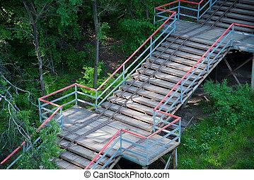 escadaria, através, a, madeiras