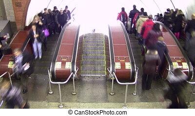 escalator., bovenleer, lapse., menigte, twee, directions., tijd, overzicht.