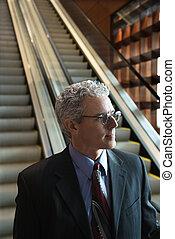 escalator., homme affaires