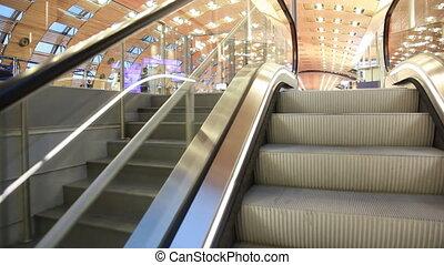 escalator, paris, grand, aéroport, étapes, salle, élévation