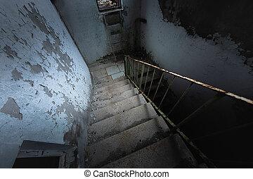 escalera, ángulo, viejo, abandonado, tiro