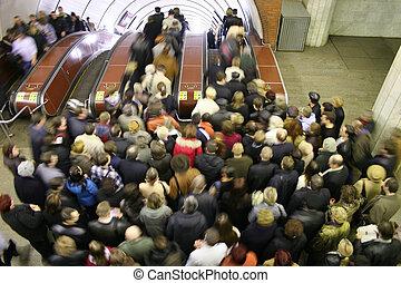 escalera mecánica, multitud
